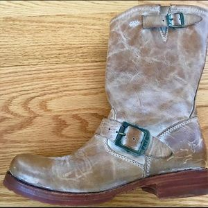 Frye veronica shorty size 8